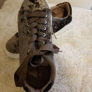 Qupid velvet shoes